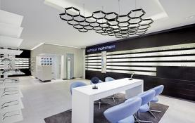 Thiết kế nội thất showroom bán kính thời trang đẹp